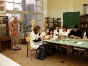 Бъдещи медици решават интересен куиз-тест в МУ-Пловдив
