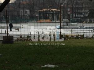 Усилено работят по трите пеещи фонтана СНИМКИ