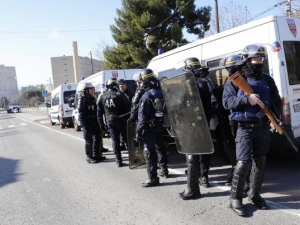 Мъже с качулки стреляха по полицията в Марсилия