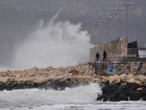 Бурен вятър затвори пристанища в Гърция