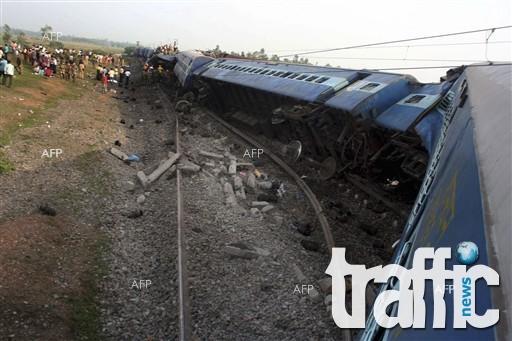 Влак дерайлира и уби 10 души в Индия
