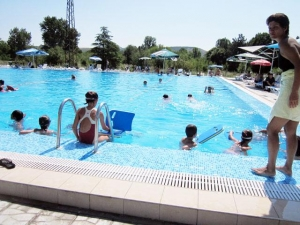 Общината си взема басейн \