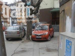 Учим децата още от училище как се паркира! СНИМКИ