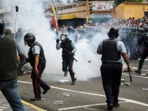 Ученик беше убит във Венецуела при антиправителствен протест