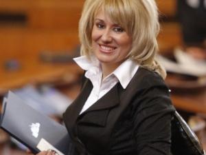 Баракова се оплаква, атакуват я фалшиви профили във фейсбук