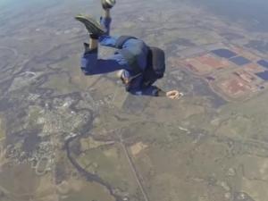 Скайдайвър припадна по време на скок ВИДЕО