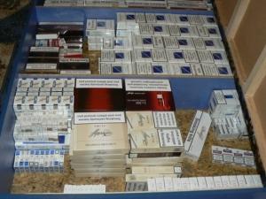 Конфискуваха незаконни цигари от магазини в Карлово