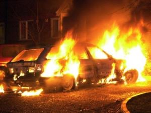 Опел изгоря в центъра на Пловдив