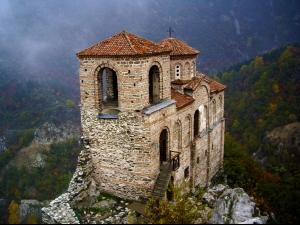 Местността около Асеновата крепост населявана още от неолита