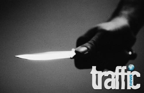 Крадец прободе с нож 16-годишно момче и мъж