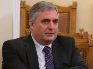 Калфин отложи пенсионната реформа с месец