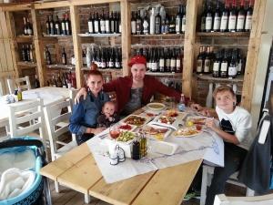 Червената Златка празнува рожден ден с бебе и съпруг №2