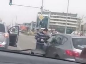 Як бой между шофьори на кръстовище ВИДЕО