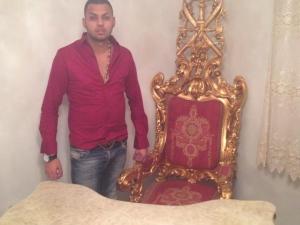 Внукът на Цар Киро гледа към трона на дядо си