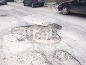 Огромна дупка зейна на ул.