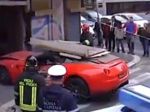 Служител на хотел разби ферари за 320 000 евро! ВИДЕО