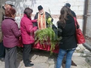 Игуменът на Бачковския манастир сам обходил свлачището преди Цветница СНИМКИ и ВИДЕО