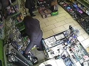 Жена краде от чанта на продавачка в Пловдив! Познавате ли я? ВИДЕО