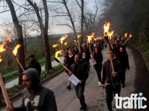 Вижте как протече факелното шествие за убитата Вероника ВИДЕО