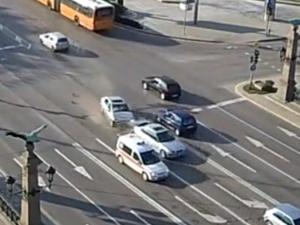 Вижте ВИДЕО от момента на катастрофата между 4 коли на Орлов мост заради пиян шофьор!