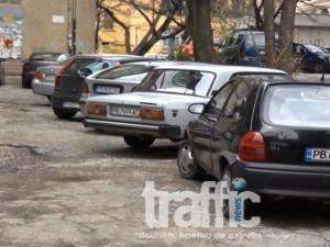 Линейка не успя да вземе пациент заради неправилно паркирана кола в Пловдив ВИДЕО