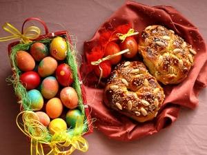 След обилно Великденско пазаруване тонове козунаци и яйца отиват на боклука