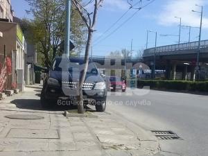 Масово тротоарите в Пловдив се превърнаха в паркинги СНИМКИ