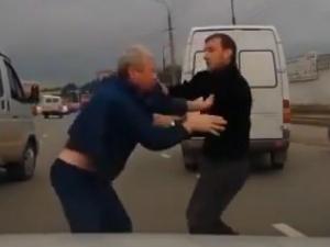 Шофьори се бият на пътя, заради отнето предимство ВИДЕО