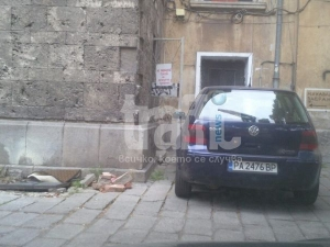 Безобразие! Наглец блокира вход на детска градина СНИМКИ