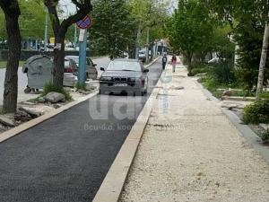 Селяндур с БМВ паркира на нова велоалея СНИМКИ