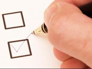 Властта води с 1% преди вота на Острова