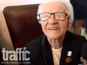 Запознайте се с най-възрастния доброволец на БЧК - 96-годишната Вера от Пловдив ВИДЕО