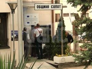 Нова драма: Взимат сървърите на община Сопот, спират работа с граждани ВИДЕО