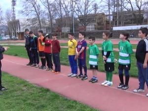 10-годишна води футболистите на