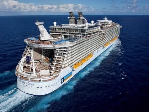 3700 души останаха блокирани на лайнер в океана