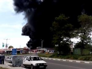 Ужас край Средец! Пожар срути химическия завод, може да има жертви ВИДЕО