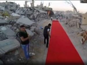 Опънаха червен килим сред руините в Ивицата Газа