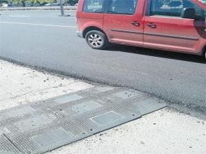 """От бързане асфалтираха """"легнал полицай"""""""