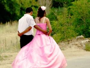 Младеж се ожени за 16-годишната си леля, която му роди син