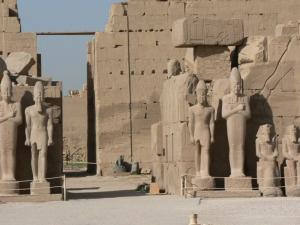 Самоубийствен атентат в древния храм Карнак в Египет