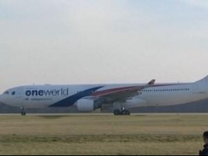 Самолет кацна аварийно заради индикация за пожар