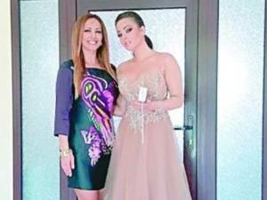 Глория показа дъщеря си в балната й рокля