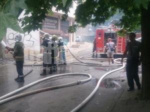 Сграда гори в Кършияка СНИМКИ и ВИДЕО