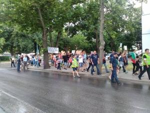 В Кючука затвориха булевард,  издигнаха лозунг: Пловдив - столица на беззаконието СНИМКИ и ВИДЕО