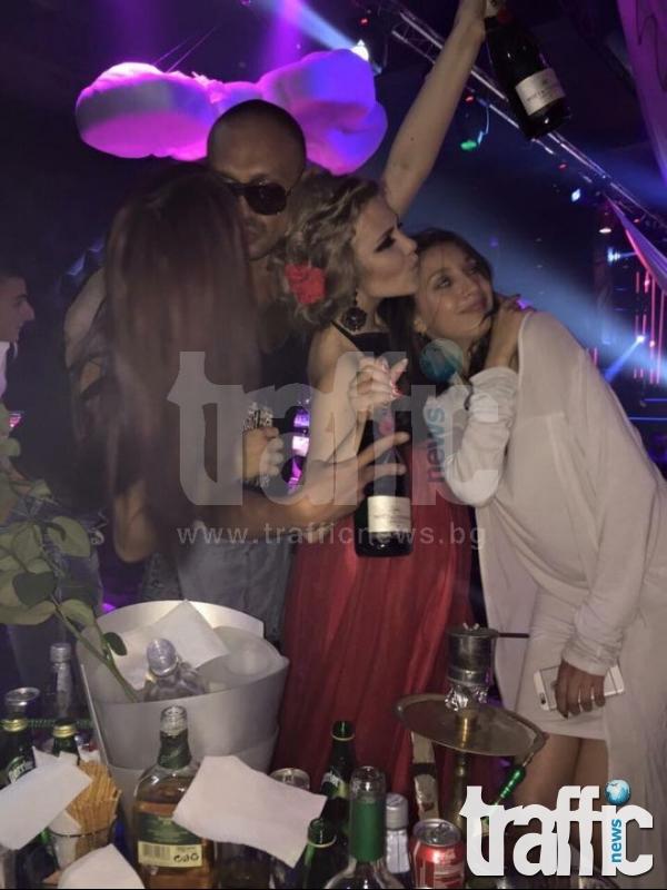 Рози, шампанско и заря за 18-я рожден ден на Николета Матакова