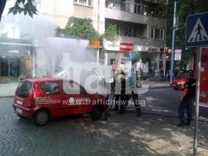 Кола се запали пред 2-ро РПУ СНИМКИ