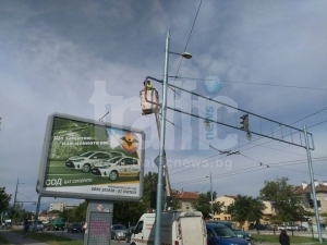 """""""Чистота"""" създаде хаос в Кючука: Боядисват светофари в час пик СНИМКИ"""