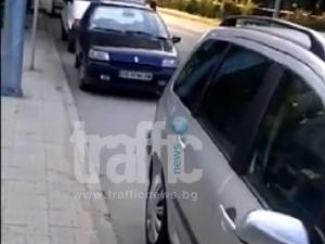 Колони от автомобили завзеха новите велоалеи ВИДЕО