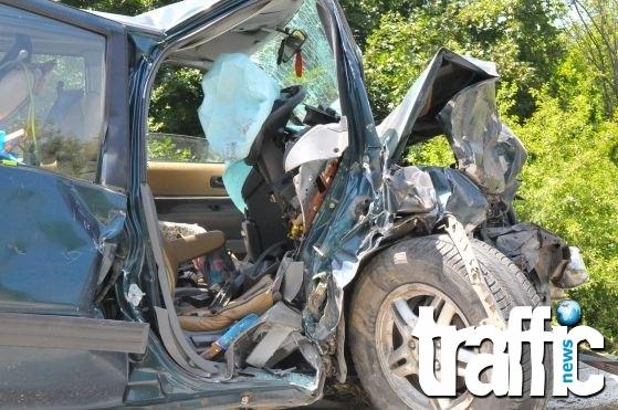 Поредна катастрофа! Мъж и жена загинаха при удар с камион