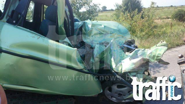 Нова тежка катастрофа! Две жени са заклещени в автомобил